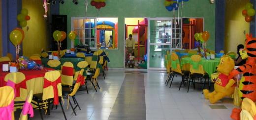 Decoración de salon infantil con el tema de Winnie Pooh